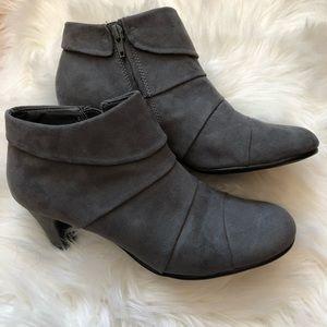 Aerosoles Gray Ankle Boot Women's Size 7.5 EUC!